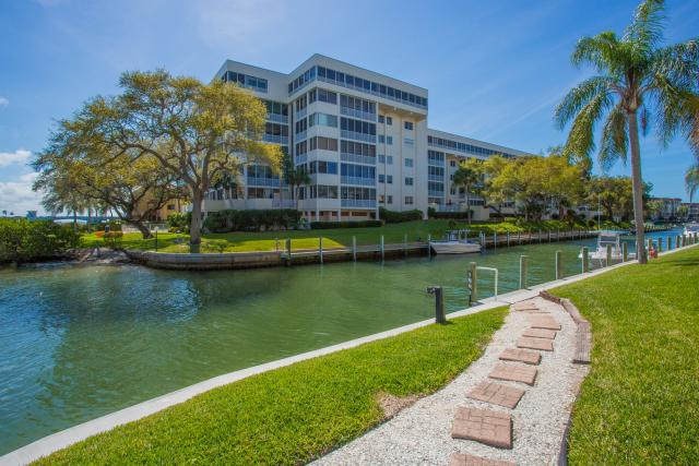 Siesta Harbor Pompano Building